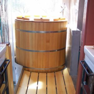 wood soaker tub